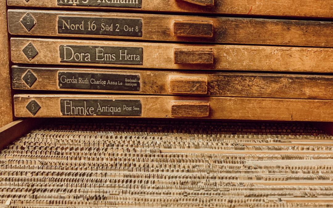 """Glossar: Was bedeutet Bücher """"prägen""""?"""